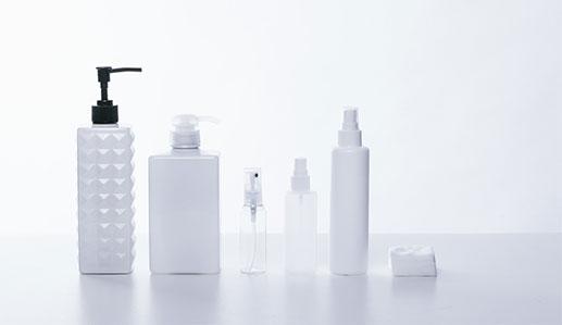 基礎化粧品のボトル